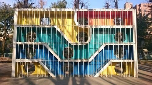 都営下馬アパート公園の遊具-a.JPG